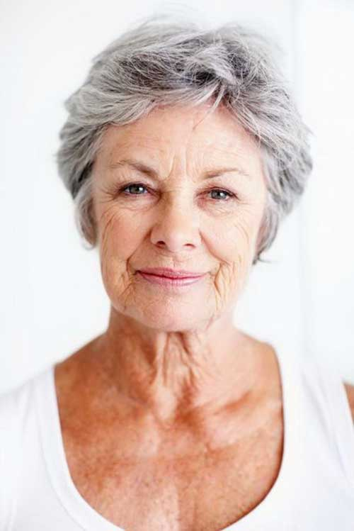 Short Haircuts for Older Women-8
