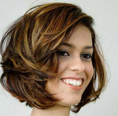 Layered Short Haircuts for Round Faces-15