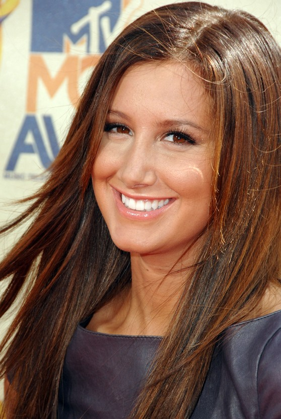 Ashley Tisdale - Gerade lange Frisur
