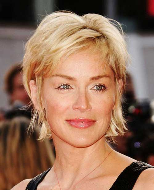 Short Haircuts for Women Over 40-23