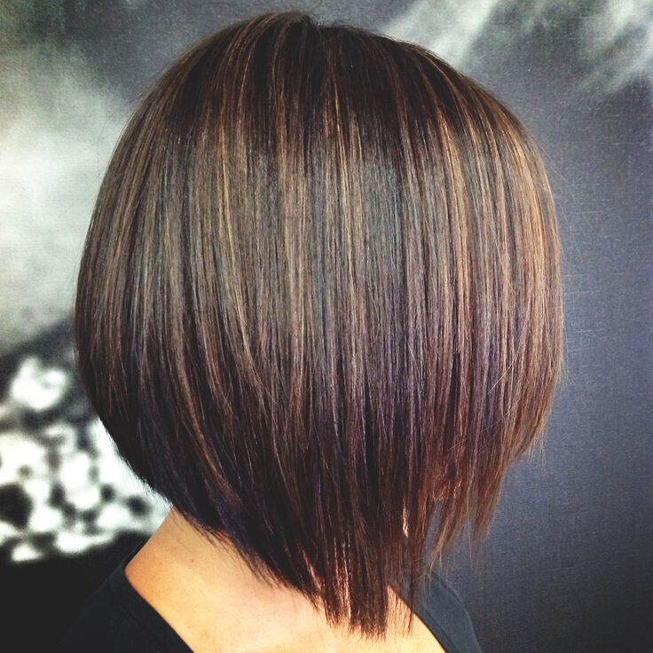 Espresso Brown Base mit Karamell-Highlights mit Bob-Frisuren