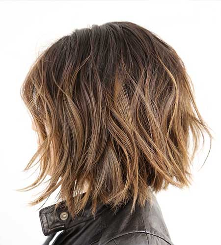 Simple Short Wavy Hairstyle with Blonde Highlights
