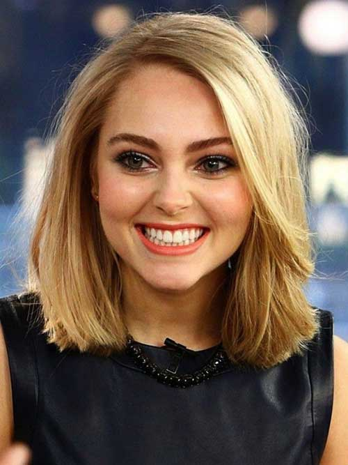 Bobs with Light Blonde Hair Color