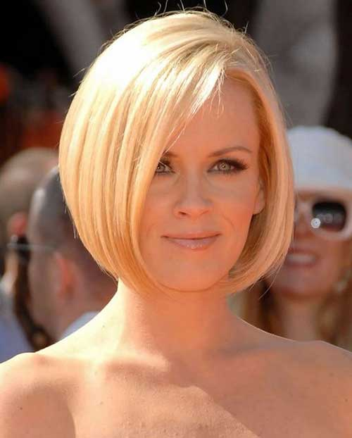 Short Bobs for Round Faces-12
