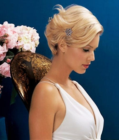 Bridesmaid Hairstyles: Chic Short Hair for Wedding