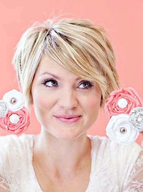 Short Haircuts for Women Over 40-25