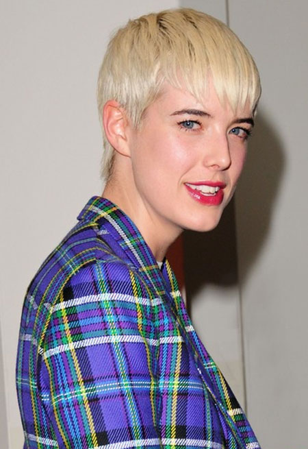 Girl with Short Blonde Hair_6