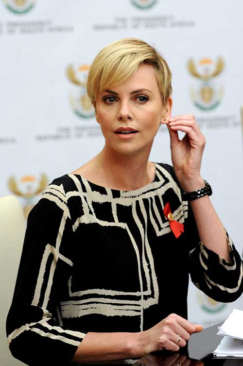 Charlize Theron Pixie Cuts-15