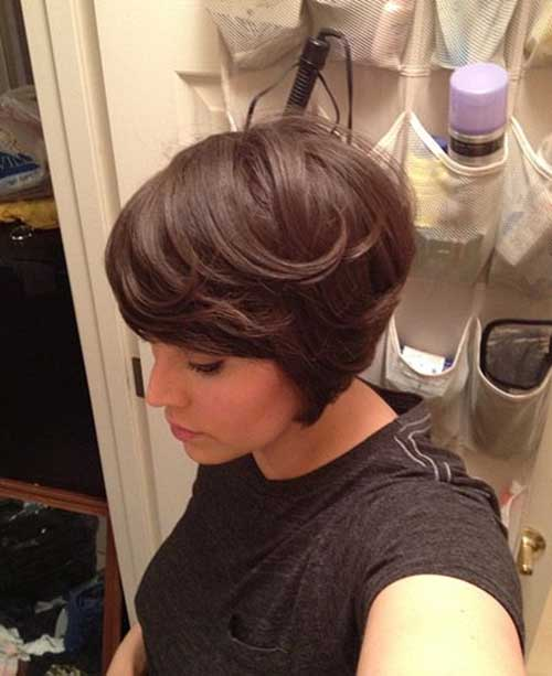 Graduated Layered Bob for Fine Hair