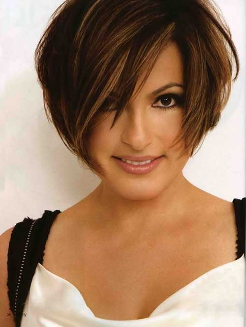 Short Haircuts for Women Over 40-10