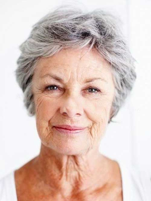 Short Haircuts for Women Over 50-17