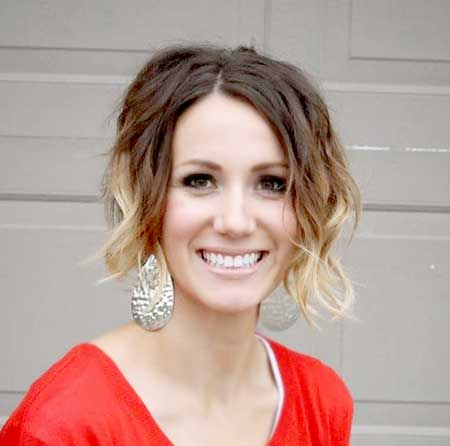 Side Parted Wavy Hairstyle with Blonde Colored Ends