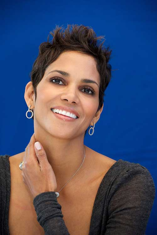 Halle Berry Pixie Cuts-19