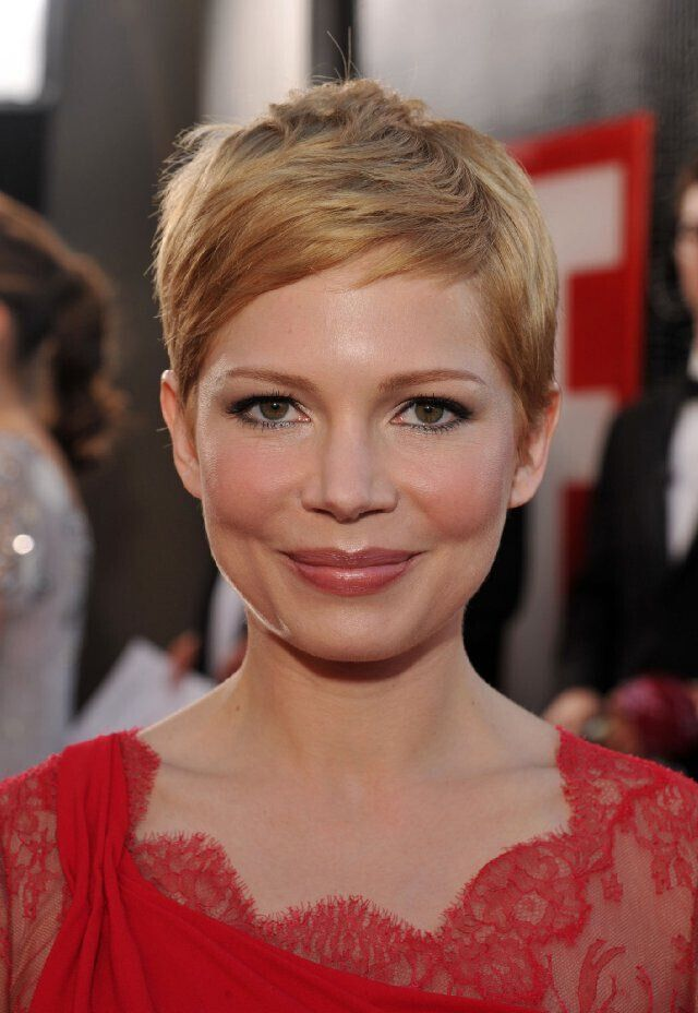 Michelle Williams Short Haircut - Pixie Frisuren für runde Gesichtsform