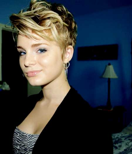 Short and Messy Curls Hairstyle for Girls