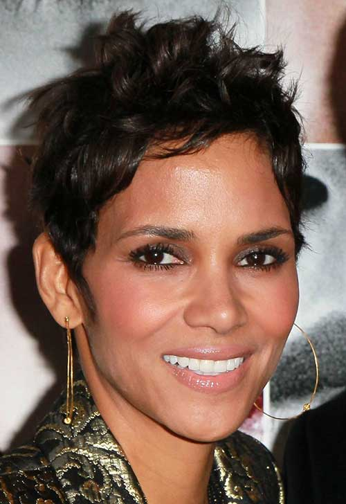 Halle Berry Pixie Cuts-6