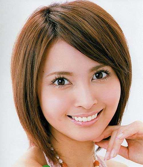 Straight Side Swept Bob Hairstyles with Bangs for Round Faces
