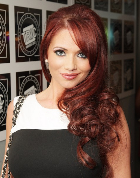 Amy Childs Lange Frisuren: Schicke Locken