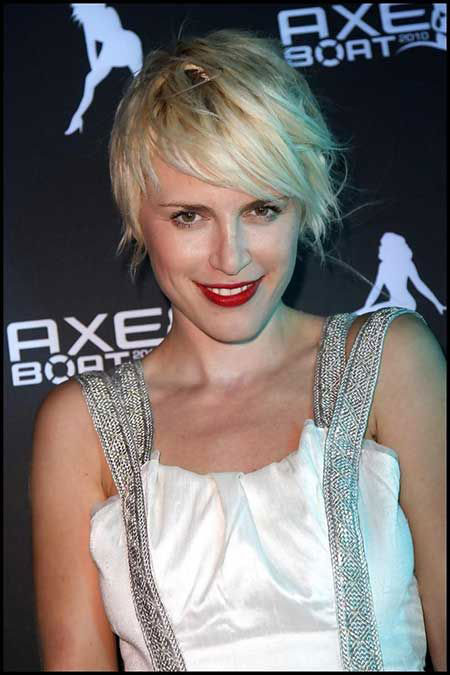 Messy Short Straight Hairstyle
