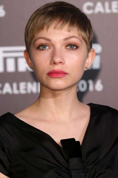 Celebrity Pixie Cuts-11