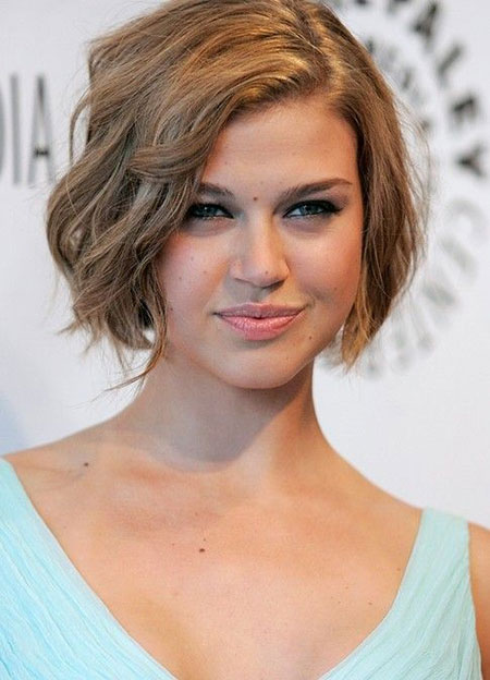 Simple Short Wavy Hairstyle