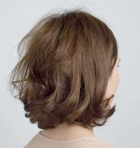 Back View of Inverted Bob Hairstyle with Wavy Ends