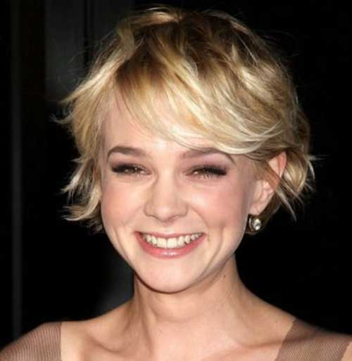Side Swept Messy Bob Hair Cut for Round Faces