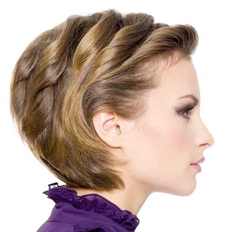 Short Side Pinned Twisted Wavy Hairstyle for Girls