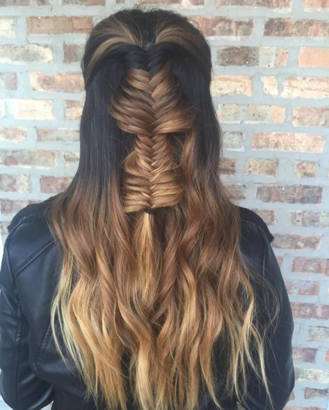 Half-Up Half-Down-Frisuren mit Fishtail-Geflecht