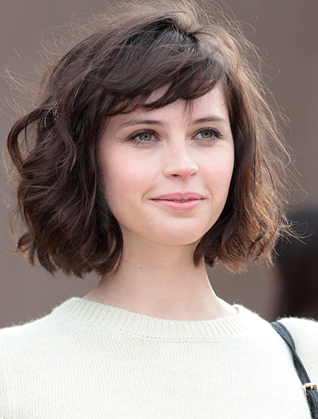 Simple Short Bob Hairstyle with Wavy Bangs in Front