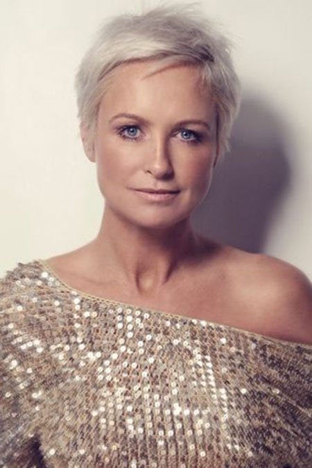 Photos Of Short Haircuts for Older Women_2