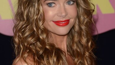 Bild von Denise Richards Long Wavy Style