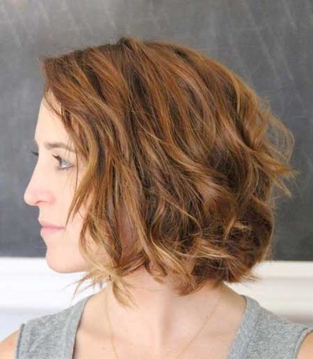 Side View of Wavy Hairdo for Girls