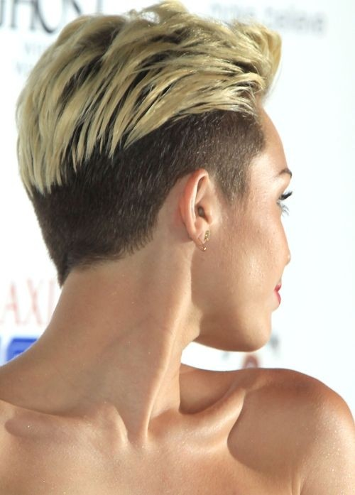 Miley Cyrus Short Haircut: Undercut Pixie für kurzes Haar