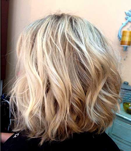 Back View of Simple Wavy Hairstyle