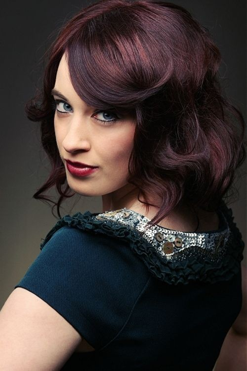 Mahogany hair highlights accentuated with swirling side-swept bang - Trendy medium wavy hairstyles for women
