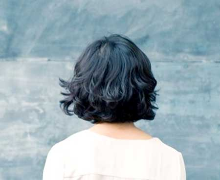 Back View of Wavy Bob Hairstyle for Girls