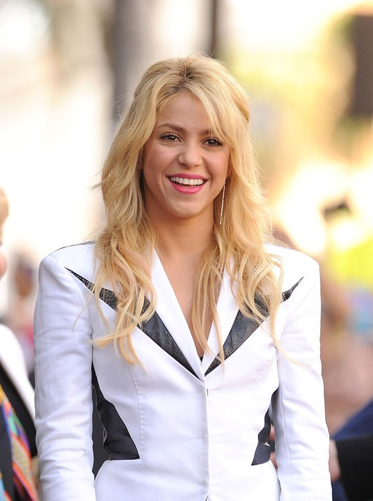 Shakira Long Wavy Cut: Blondes Haar