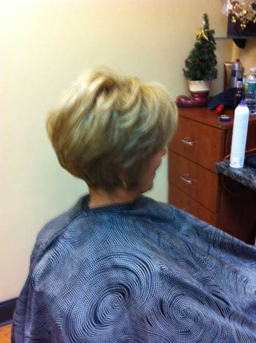 Short Haircuts for Women Over 40-21