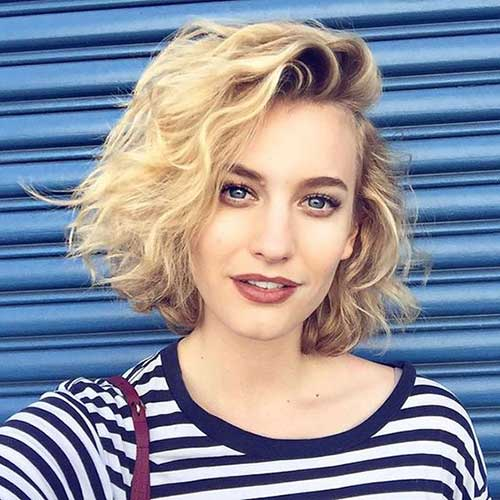 Short Haircuts for Round Faces-15