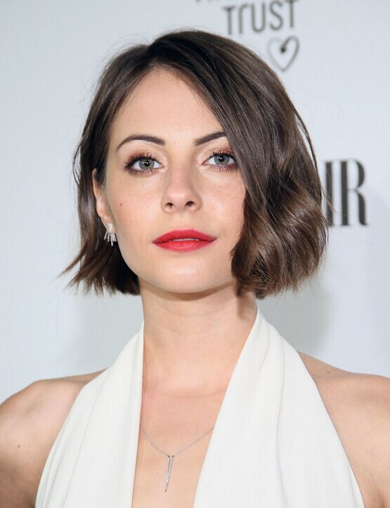Willa Holland Short Haircut - wellige Bob-Frisuren für Frauen
